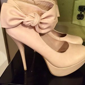 Pale color Charlotte Russe bow size 9 Heels
